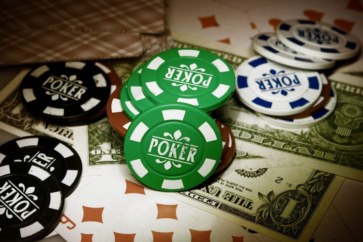 Real money poker, strategies and slots that are available